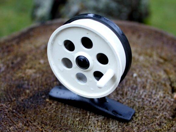 Maža plastikinė ritelė tinkama žvejoti avižėle