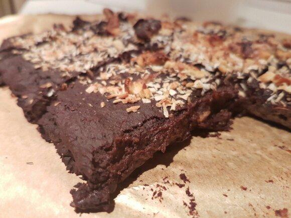 Sveikas ir nepaprastai lengvas šokoladinis pyragas