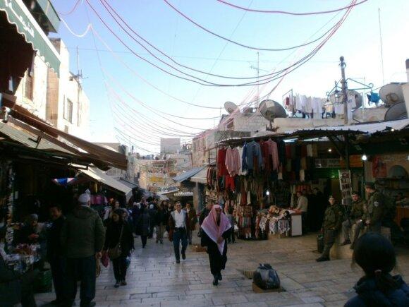 Turgus senamiestyje, vos tik įėjus pro Damasko vartus
