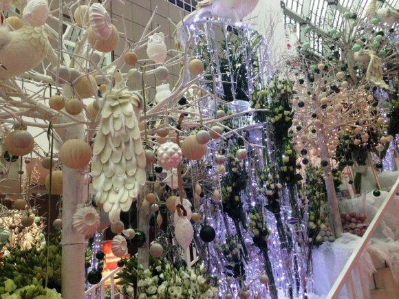 """Akimirkos iš įvairių kalėdinių puošmenų mugių, kuriose dalyvavo """"Maxima"""" prekybos tinklo atstovai šiais metais."""