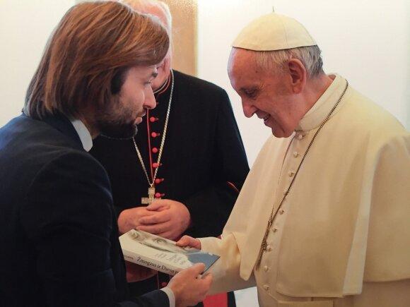Kunigas A. Toliatas ir popiežius Pranciškus.