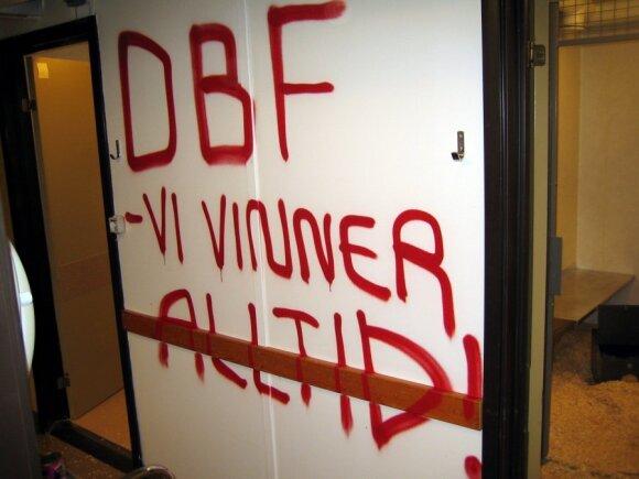 Karolinskos institutas Stokholme po ALF (Gyvūnų išlaisvinimo fronto) apsilankymo. Iš laboratorijų pavogta 17 šeškų