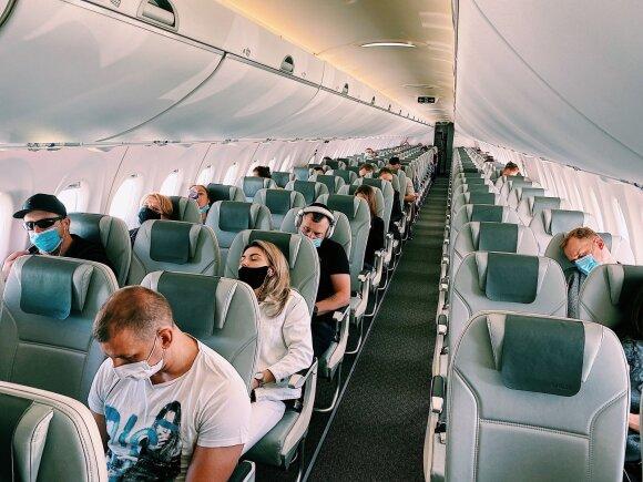 Pirmas skrydis po karantino: kas pasikeitė oro uoste ir lėktuvuose, ką reikia žinoti kiekvienam