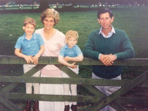Princas Charlesas ir Diana su vaikais