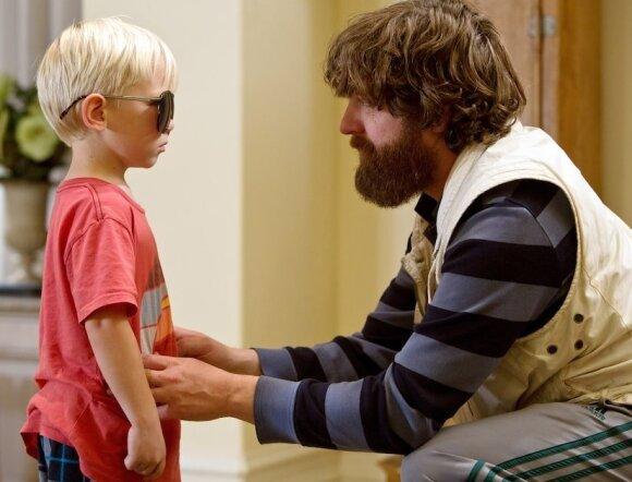 """Paaugęs Carlosas, kadras iš filmo """"Pagirios 3: velniai žino kur"""""""
