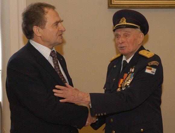 Jurgis Kairys, Viktoras Ašmenskas