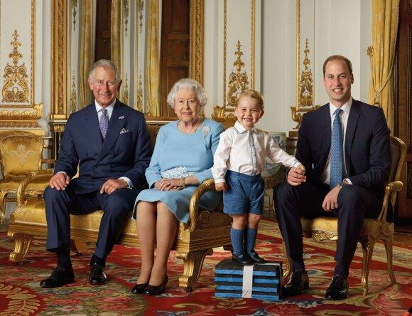 Karalienė Elžbieta II su šeima