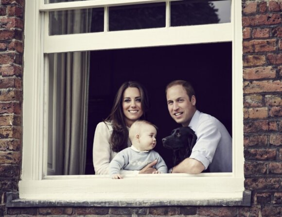 Появилось фото Кейт и Уильяма с сыном