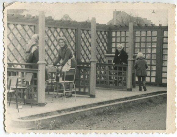"""1965 m. """"Vasaros"""" kavinėje Petronėlė Airošienė dirbo padavėja"""