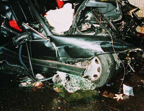 Princesę Dianą vežęs automobilis po avarijos