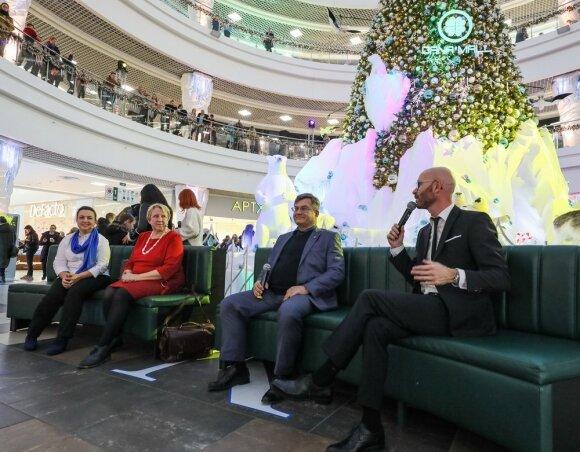 В центральном атриуме ТРЦ «Дана Молл», прямо у новогодней елки, была организована общественная дискуссия на тему климатических изменений