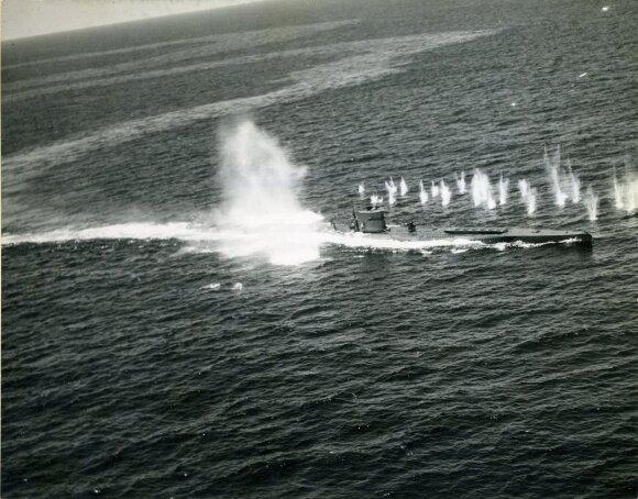 Skęstantis nacių povandeninis laivas