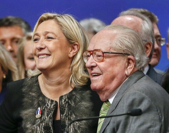 Marine Le Pen ir Jeanas-Marie Le Penas