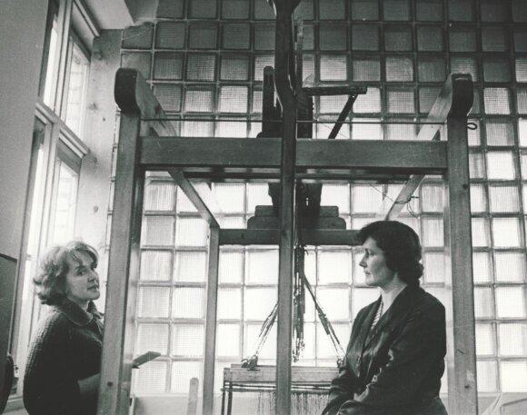 """""""Tarybinės moters"""" redaktorė B. Mackonytė (kairėje) komandiruotėje"""