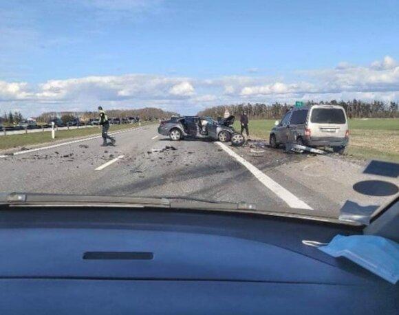 На автостраде VW Passat врезался в полицейский автомобиль