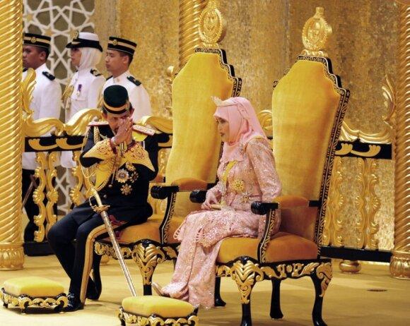 Hassanalas Bolkiah su karaliene Saleha