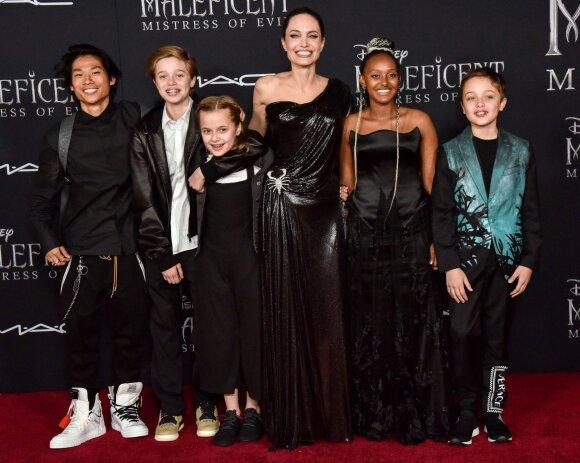 Angelina Jolie su vaikais/ Foto: Vida Press