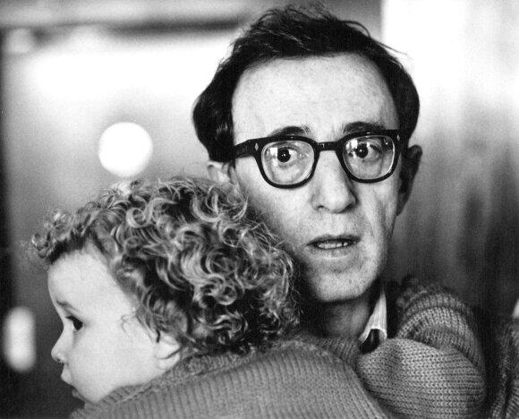 Woody Allen su įdukra Dylan