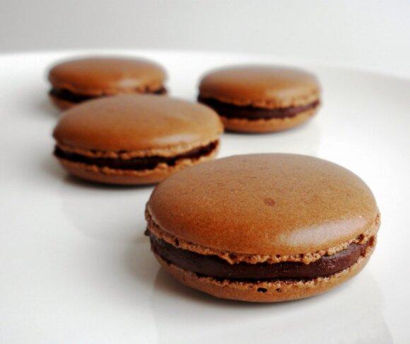 DIEVIŠKA: Šokoladiniai prancūziški morenginiai pyragaičiai - macaronai
