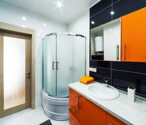 Ką daryti su apverktinos būklės vonia: dizainerė paskaičiavo, kiek kainuos remontas
