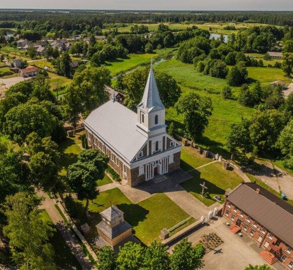 Darbėnų bažnyčia