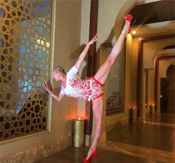 Ани Лорак показала фигуру в бикини