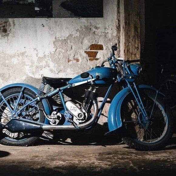 Lietuvis dvaro kluone sukaupė unikalią senovinių motociklų kolekciją