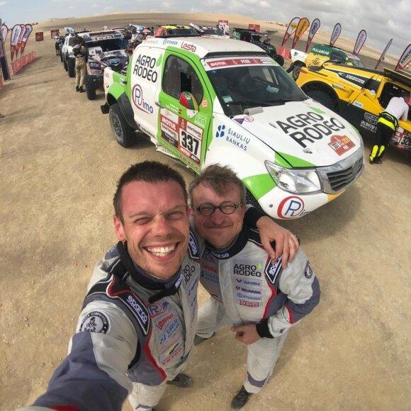 Vaidotas Žala ir Saulius Jurgelėnas po pirmojo 2019-ųjų Dakaro greičio ruožo