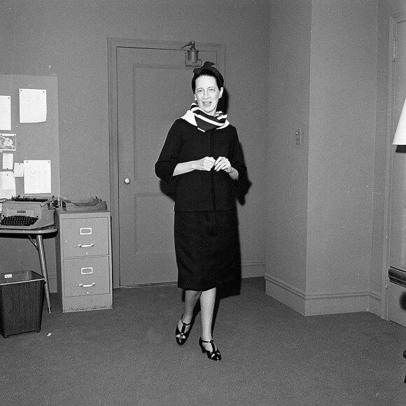 """Ilgametė """"Vogue"""" redaktorė Diana Vreeland taip pat mėgo Balenciagos kurtus modelius."""