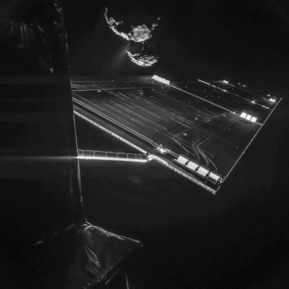 """Dalies """"Rosetta"""" zondo ir Čuriumovo-Gerasimenkos kometos vaizdas"""