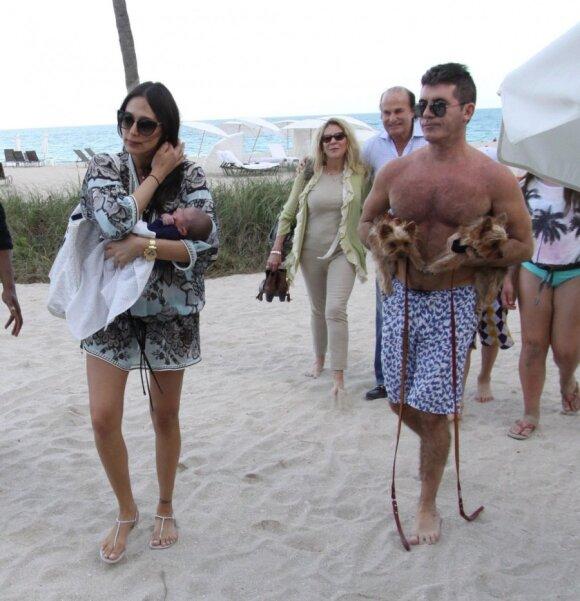 """Garsioji pora su devynių dienų naujagimiu kaitinosi paplūdimyje <span style=""""color: #ff0000;""""><sup>FOTO</sup></span>"""