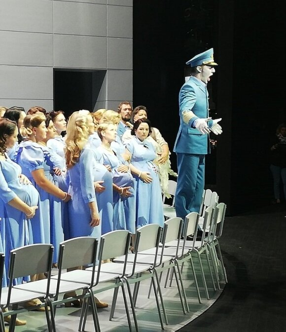 """R.Mačanovskis Olando partiją dainuoja Latvijos nacionalinio operos ir baleto teatro """"Skrajojančio olando"""" pastatyme (Asm. archyvo nuotr.)"""
