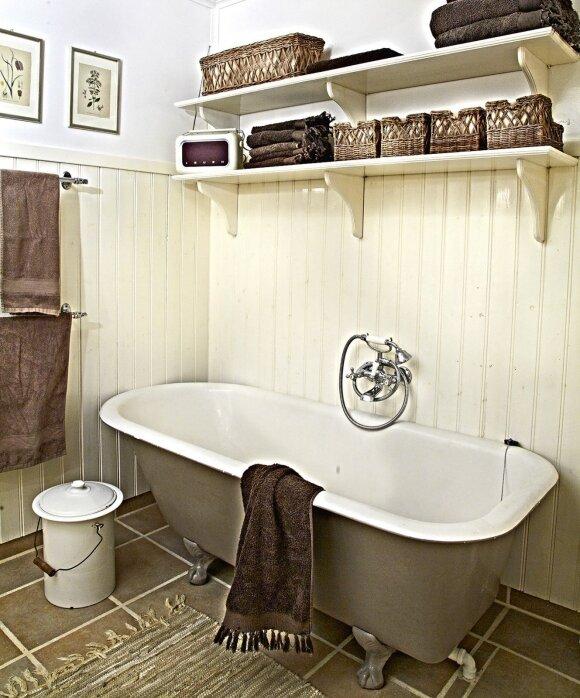 150 kv.m užmiesčio namai: paprasta, bet stilinga