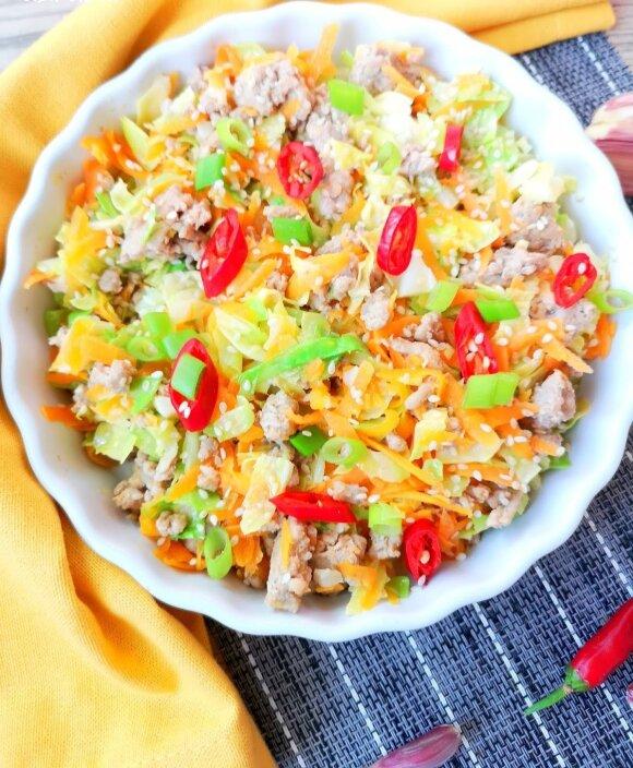 Azijietiškos kopūstų salotos