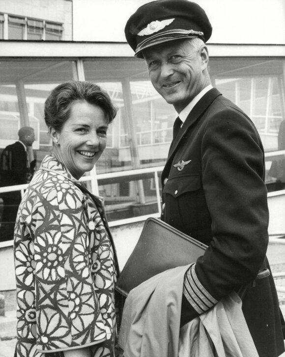 Vienas iš trijų sėkmingai pabėgusių lakūnų, norvegas Jensas Mulleris su žmona
