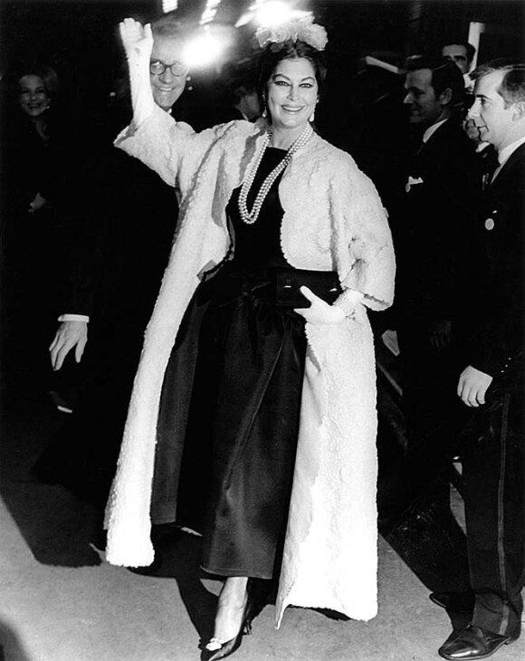 Dizainerio kurtais modeliais puošėsi įtakingiausio to laikotarpio pasaulio moterys. Tarp jų – aktorė Ava Gardner.