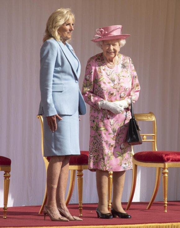Jill Biden ir Didžiosios Britanijoskaralienė Elžbieta II