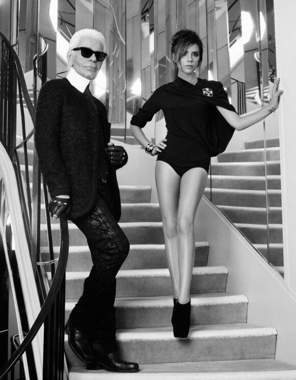 """Victoria Beckham ir Karlas Lagerfeldas žurnalo """"Elle"""" fotosesijoje.  Nuotr. iš Victorios Beckham paskyros Twitteryje"""