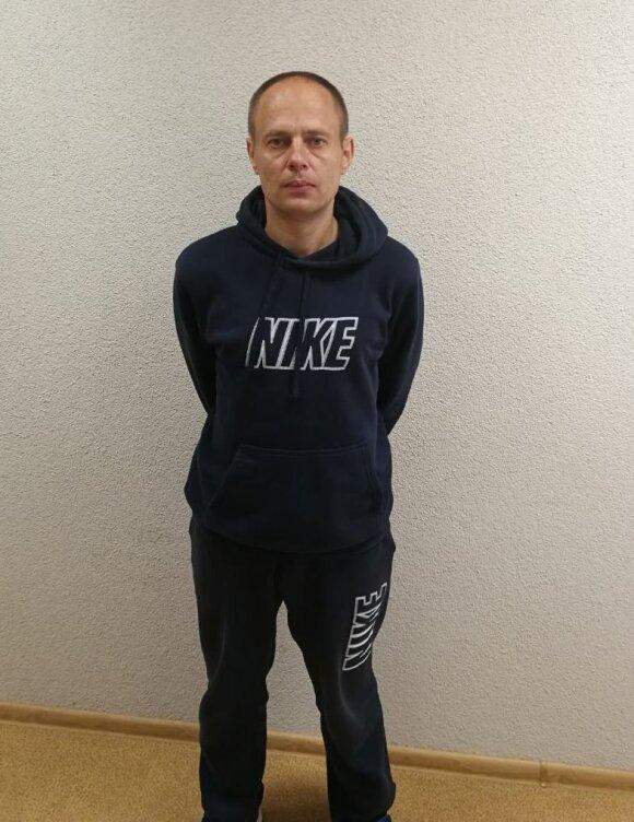 Sulaikytas sukčiavimu įtariamas vyras apsimesdavo teisėsaugos pareigūnu