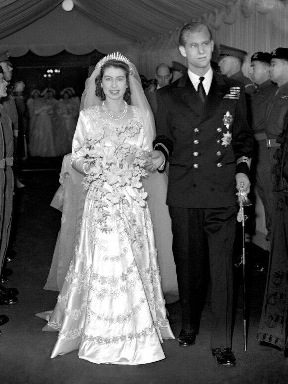 Karalienė Elžbieta II princas Čarlzas