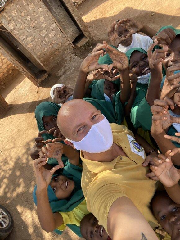 Vilius Šukys Afrikoje lanko čiabūvius