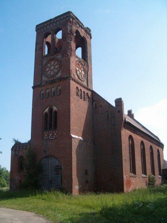 Bažnyčia Plaškiuose. Autoriaus nuotr.