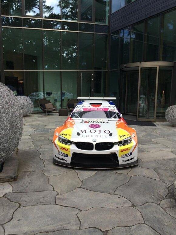 """Galingiausias 1000 km lenktynių automobilis """"BMW M4 Silhouette"""" – jau Palangoje (R. Ramanauskaitės nuotr.)"""