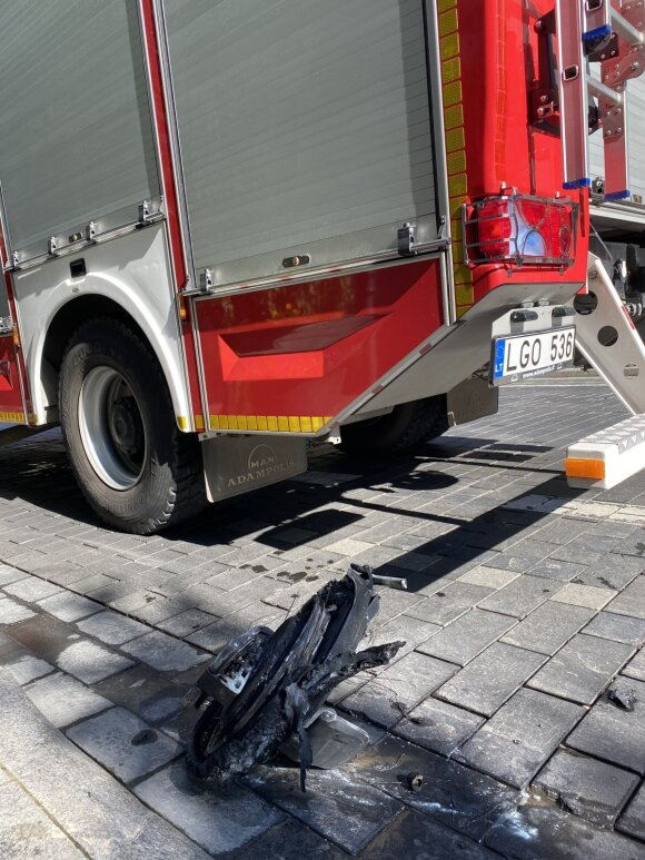 Vilniuje sudegė neįprasta transporto priemonė