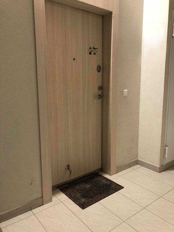 Apgadintos buto durys