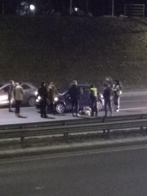 Автомобиль сбил выбежавшую на дорогу женщину