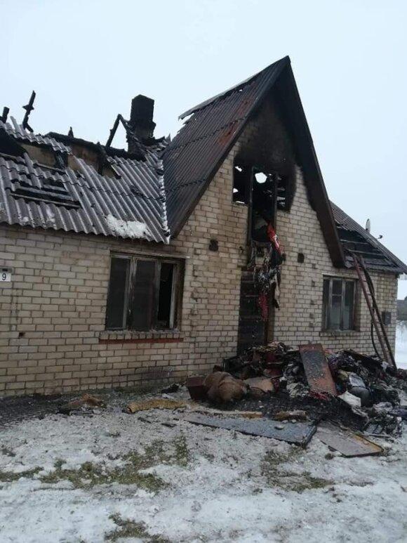 Prieš Kalėdas visas šeimos turtas virto pelenais – prašo Lietuvos žmonių padėti