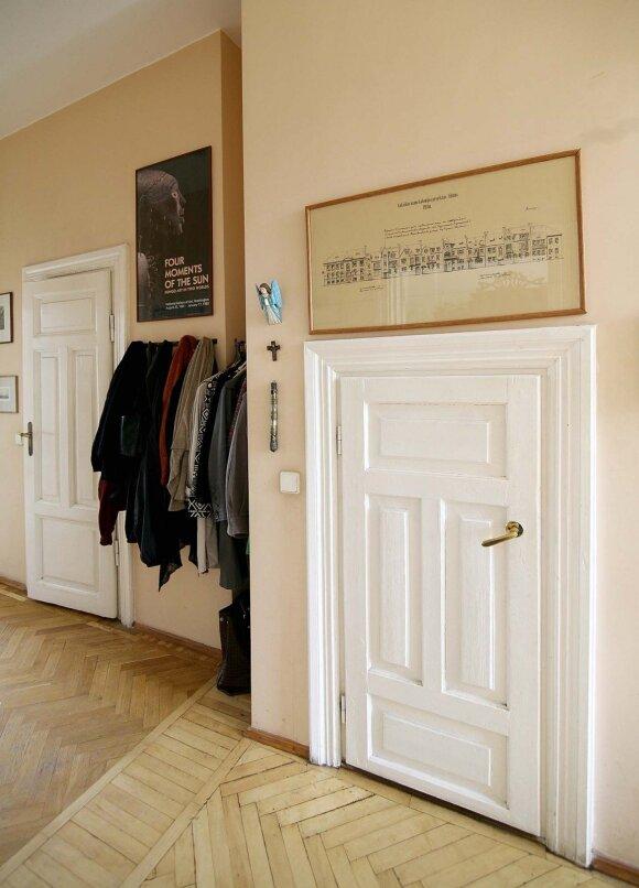 Virš durų į sandėliuką – Montvilos kolonijos projektas