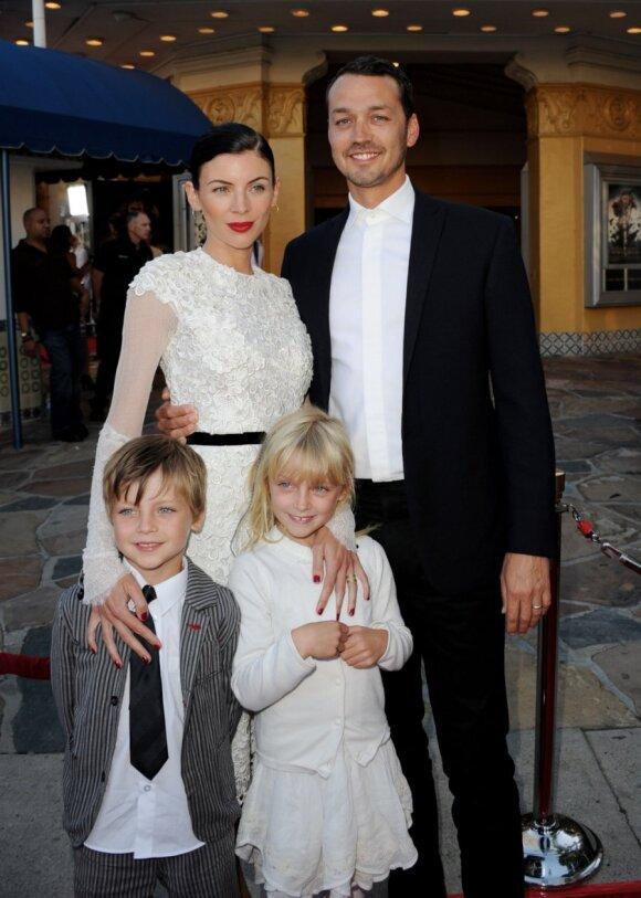 Liberty Ross su vyru Rupertu Sandersu ir vaikais