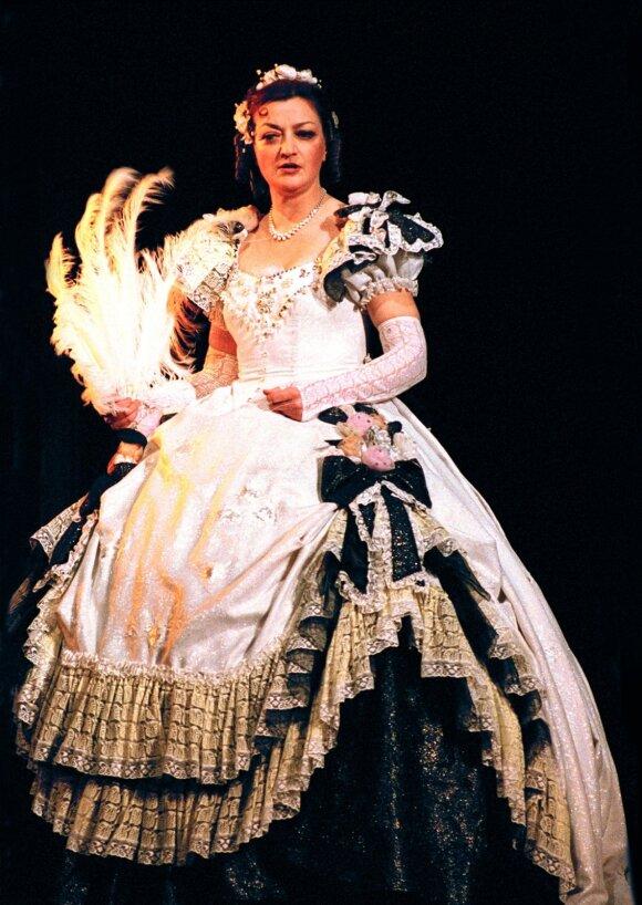 """Violetos vaidmenį  operoje """"Traviata"""" atliko Sigutė Stonytė"""